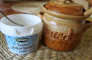 Domáci pleťový píling z medu a sódy bikarbóny